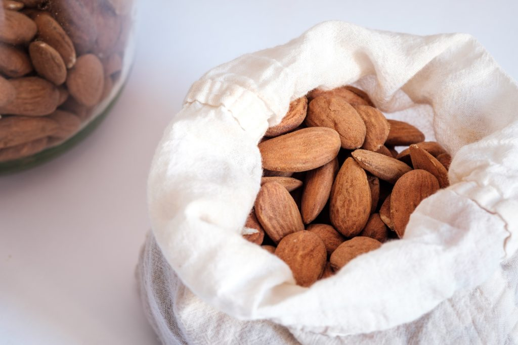 Micronutrients in almonds for weight loss
