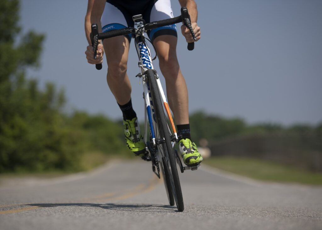 person losing weight with bad knees by cycling