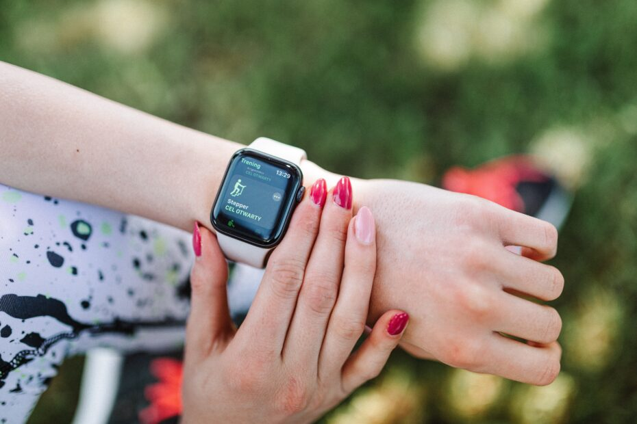 7 Best Fitness Trackers With Built-In GPS In 2020