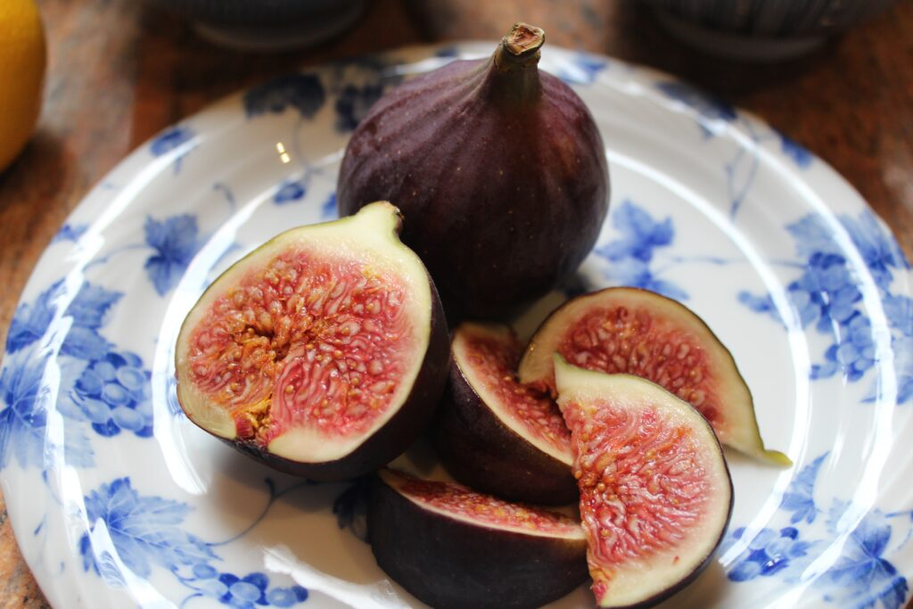 Figs on plate to eat for weight loss