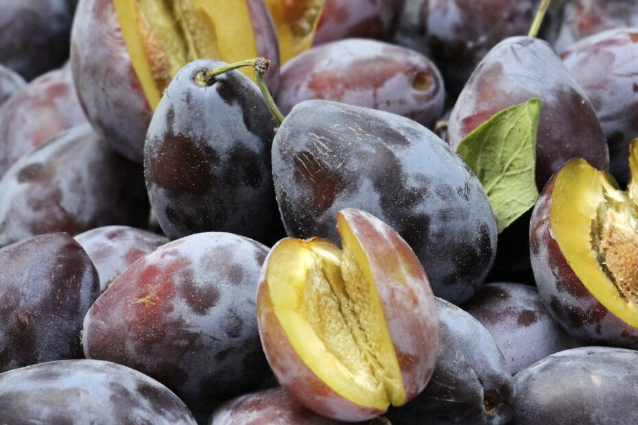Are Plums Keto-Friendly (& Better Substitutes)
