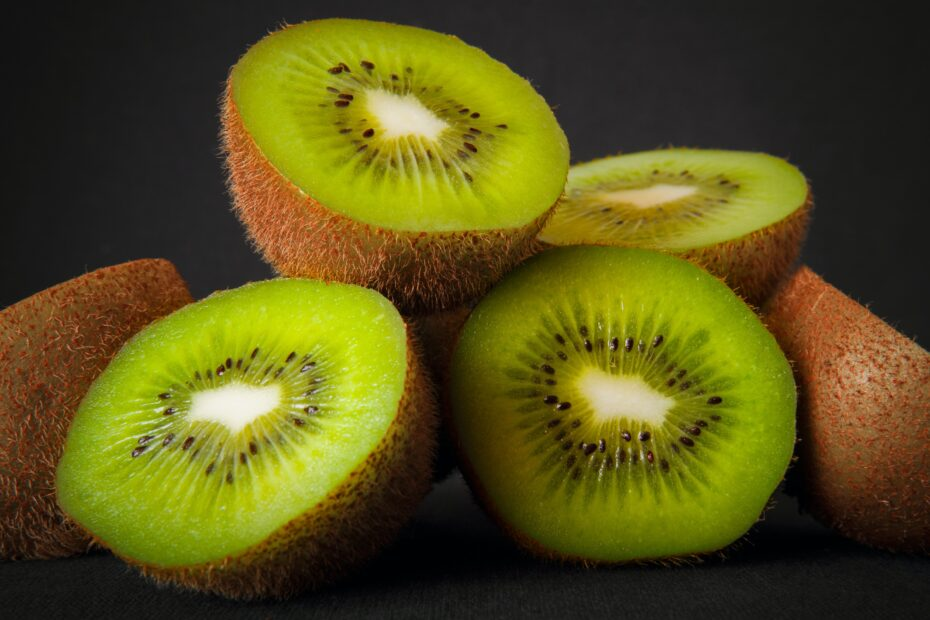 Are Kiwis Keto-Friendly (& Better Substitutes)