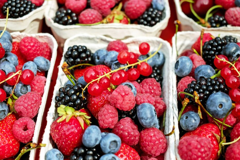 10 Of The Lowest-Carb Berries For A Keto Diet