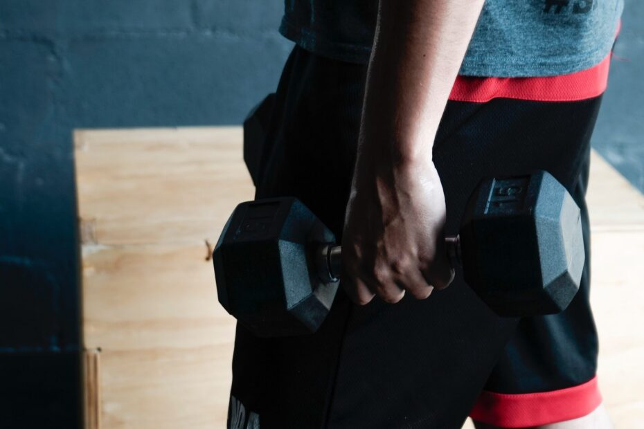 10 Of The Best Trap Exercises With Dumbbells