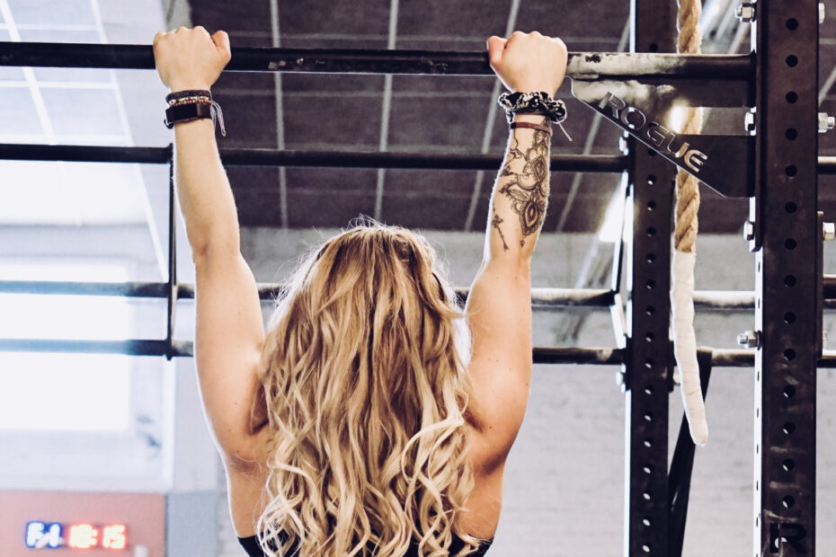 10 Of The Top Pull-up Bar Exercises For Bigger Abs