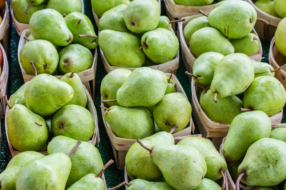 Are Pears Keto-Friendly (& Substitutes)
